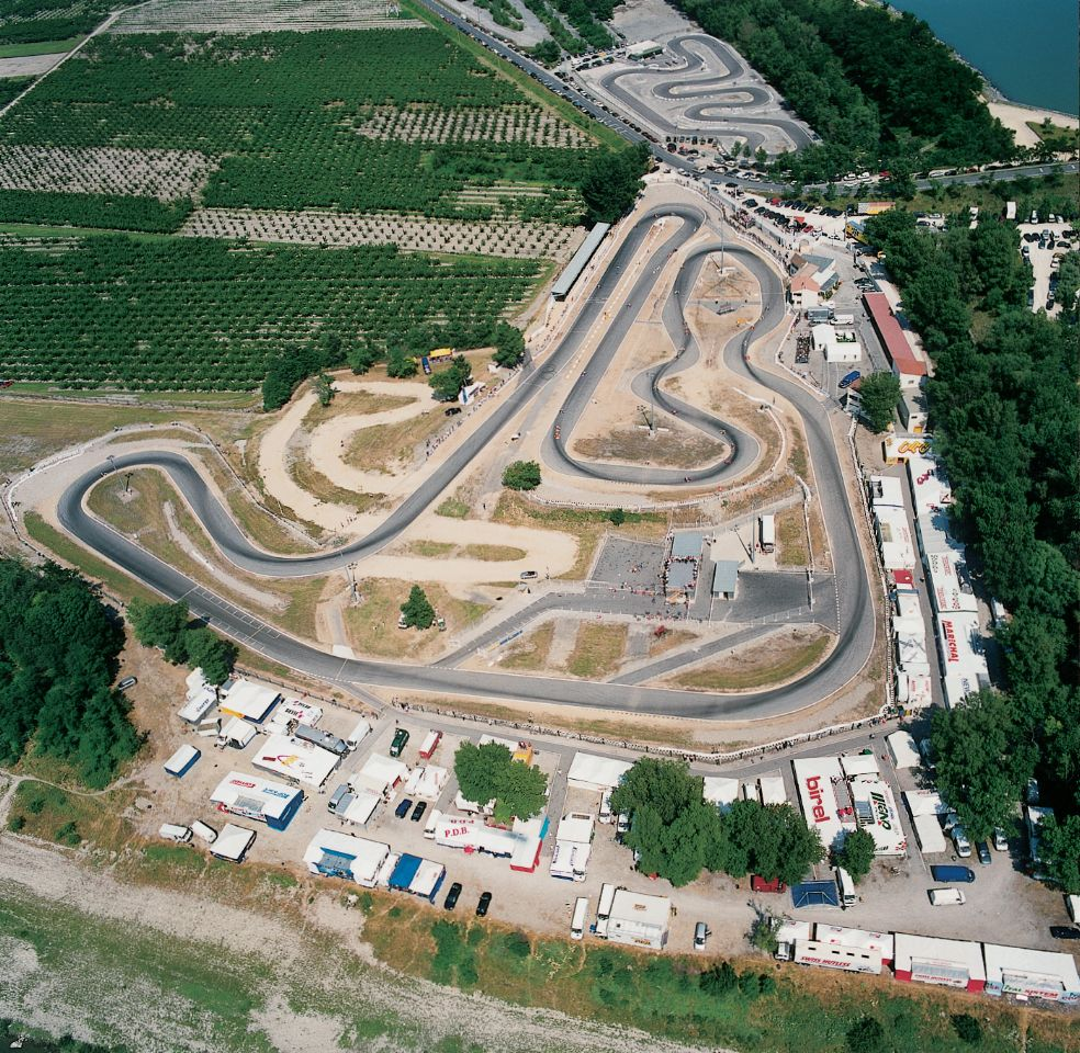 Circuit karting International Valence.jpg