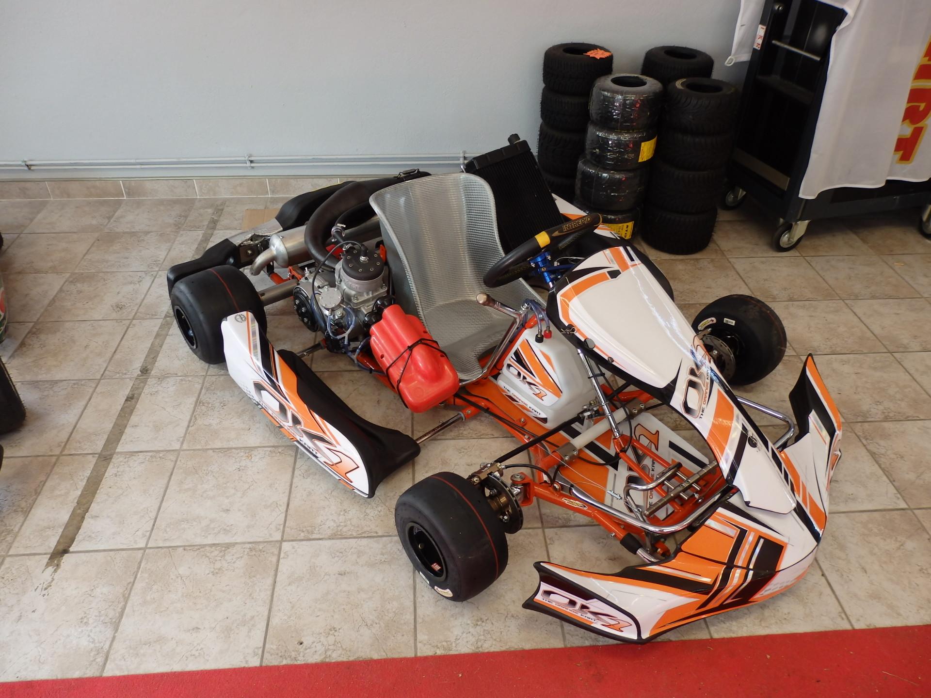 la boutique du circuit quipements karts et accessoires action karting circuit karting. Black Bedroom Furniture Sets. Home Design Ideas